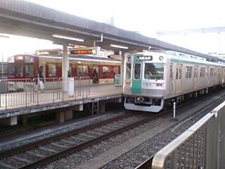 竹田駅で近鉄の車両と