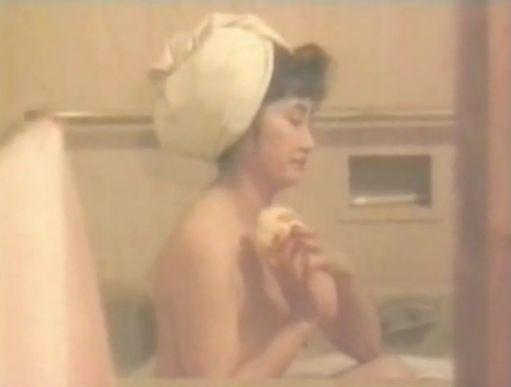 【余貴美子】おっぱい丸出しの入浴シーン