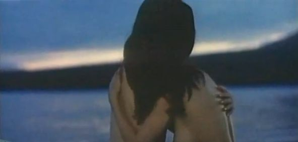【小川亜佐美】野外でフルヌード披露するレズ濡れ場シーン