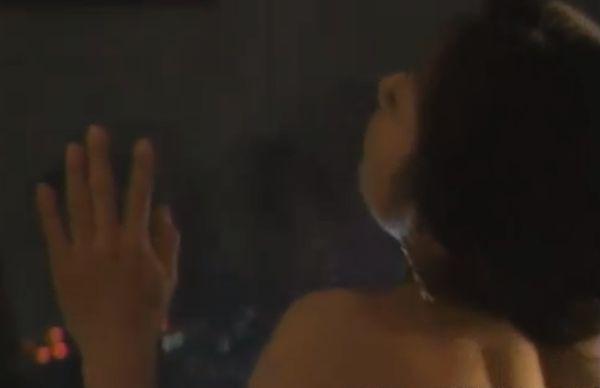 【川村ひかる】濡れ場でホテルの窓に両手をついて立ちバックシーン