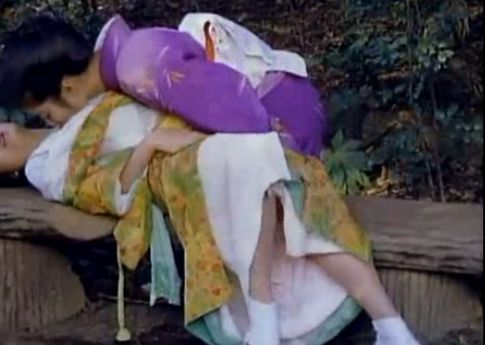 【速水舞】野外で着衣のまま絡み合うレズ濡れ場映像