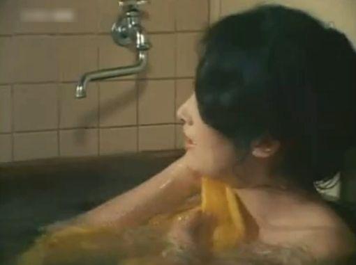 赤座美代子 全裸入浴シーン