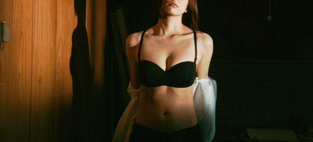【米倉涼子】黒い下着姿を披露&入浴シーン