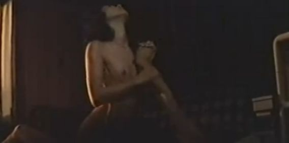 【志麻いづみ】騎乗位する濡れ場&全裸入浴シーン