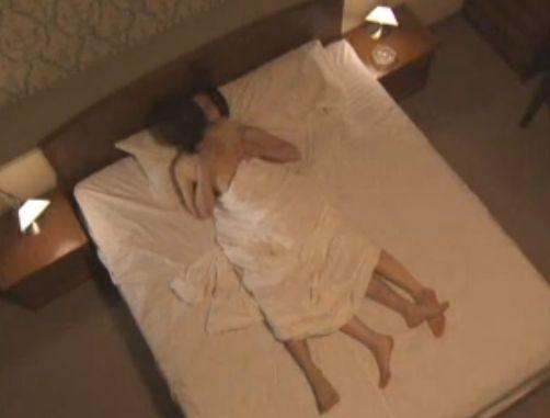 鈴木早智子 全裸で抱き合うラブシーン