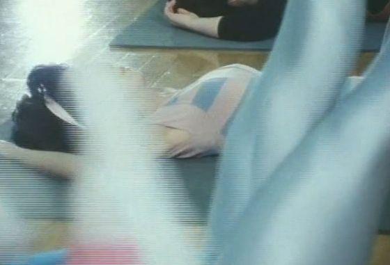 【市毛良枝】レオタード姿で開脚エクササイズ&ラブシーン