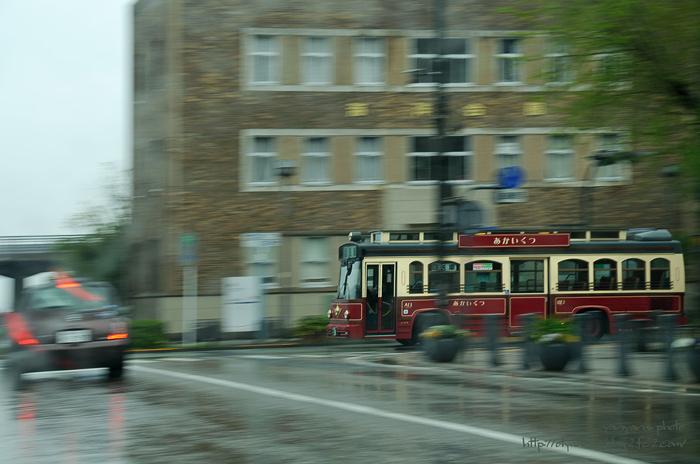 赤い靴バス