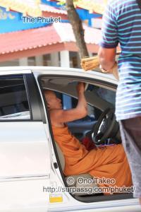 この記事「僧侶の交通安全祈願」の写真 (347-088)