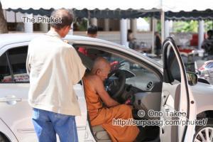 この記事「僧侶の交通安全祈願」の写真 (347-089)