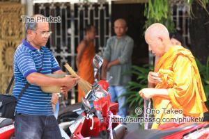 この記事「僧侶の交通安全祈願」の写真 (347-097)