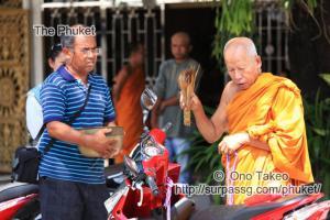 この記事「僧侶の交通安全祈願」の写真 (347-099)