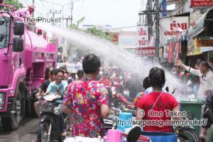 この記事「タイ・プーケット 水掛祭り」の写真 (356-152)