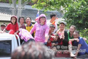 この記事「タイ・プーケット 水掛祭り」の写真 (356-315)