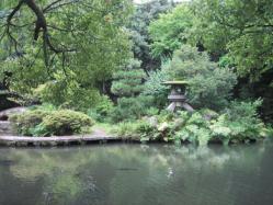 尾山神社の池