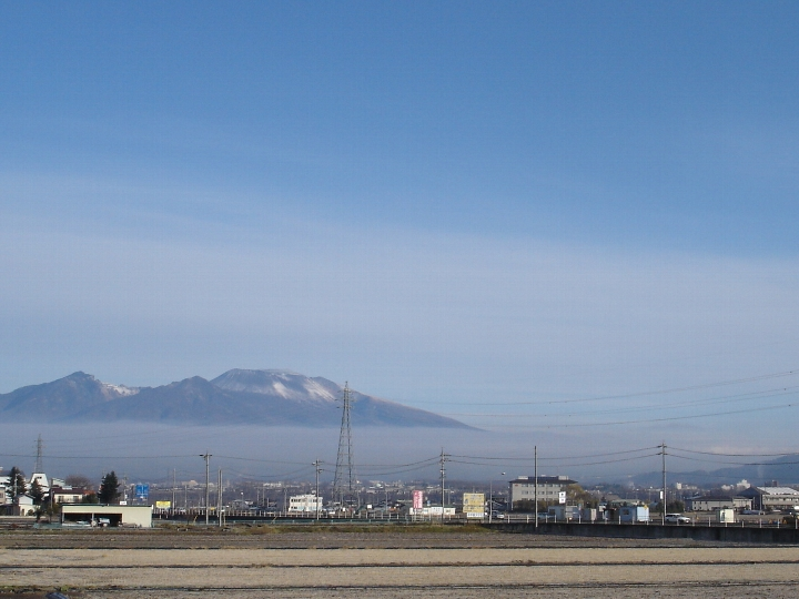 01) 2012 11 24  冠雪なった浅間山