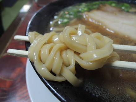 海老醤油(平打ち太麺)の麺