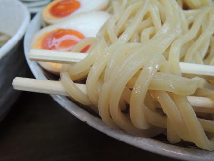 豚骨魚介ベースつけ麺の麺