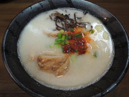 塩・鶏豚骨らぁめん(750円)
