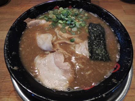 魚介とんこつラーメン(700円)