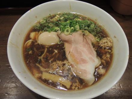国産鴨のテールの挽肉とホタテ貝柱の甘しょう油ラーメン(1365円)