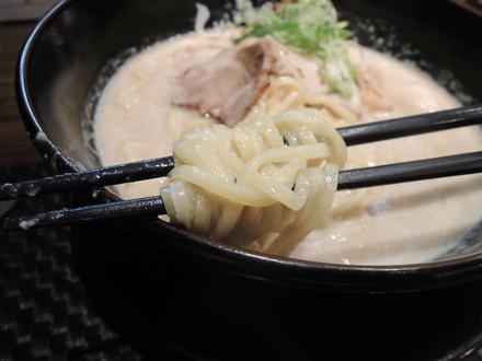 ドロ鶏パイタン塩の麺