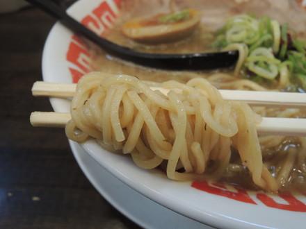 闘魂ラーメンの麺