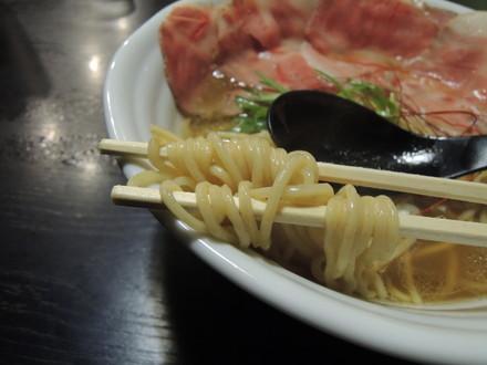 濃厚清湯の麺