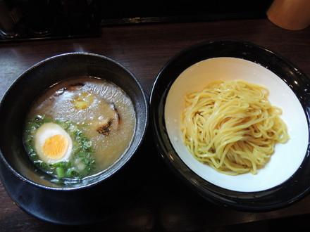 濃厚エバーゴールドつけ麺(850円)