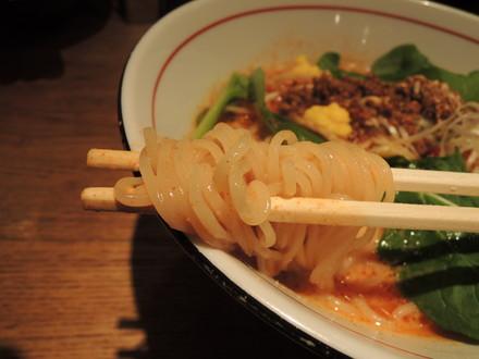 003華せらの坦々麺の麺