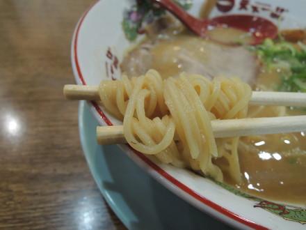ラーメン(並)こってりの麺