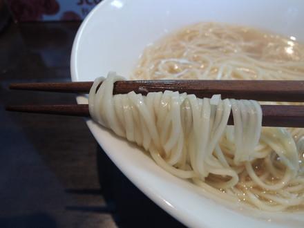 特製岩塩麹らぁ麺の麺