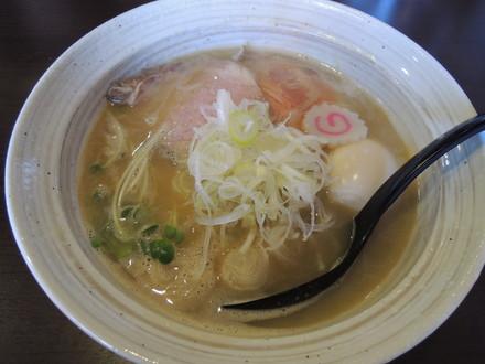 鶏そば(700円)