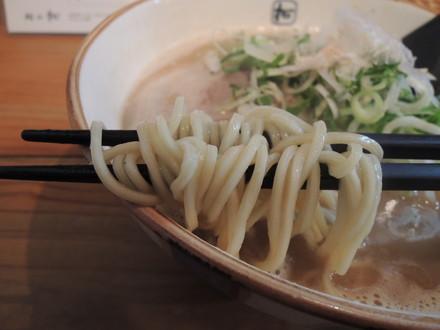Wラーメンの麺