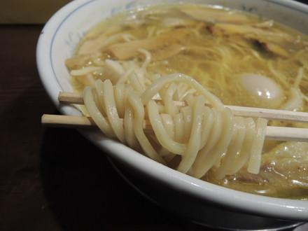 今年最後の超豪華松茸ラーメン塩バージョンの麺