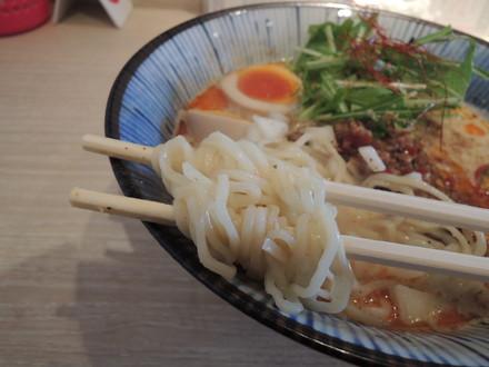 塩坦々麺の麺
