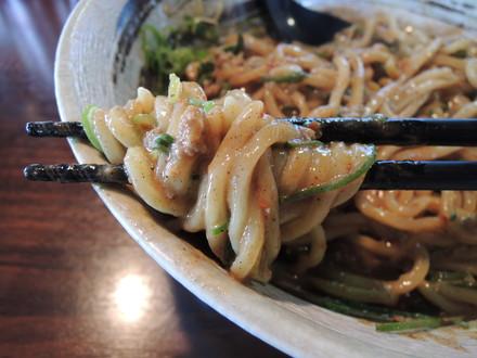 激辛坦々和え麺(辛さレベル2)の麺