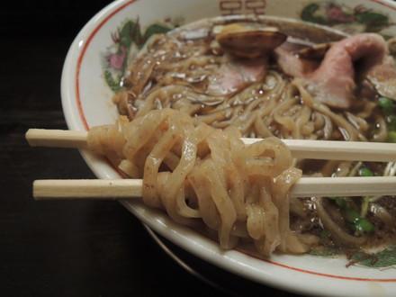旨味正油らーめん其の弐肉ソバ(中太麺)の麺