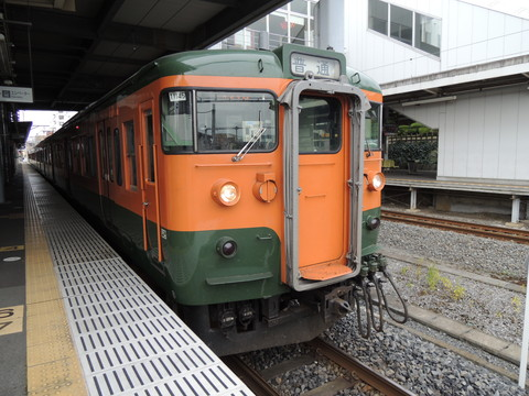 佐野駅の小山行普通(441M)(115系)