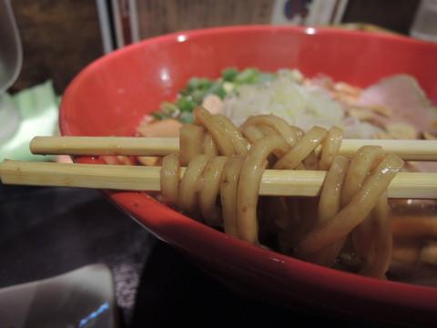 濃口醤油らーめん(中盛)の麺