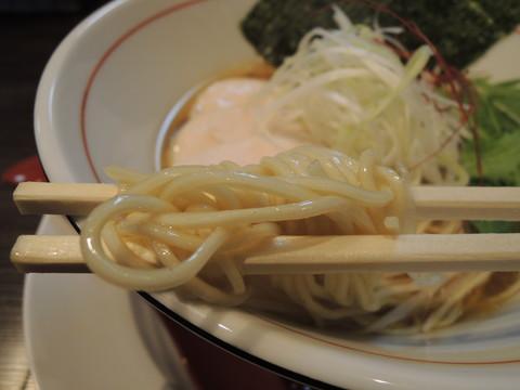 醤油らぁめんの麺
