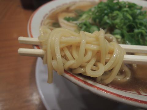 しょう油ラーメン(並)の麺