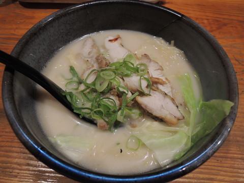 とり白湯めん(302円)