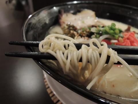 九州豚骨らーめんの麺