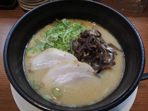 とんこつラーメン(細麺)(650円)