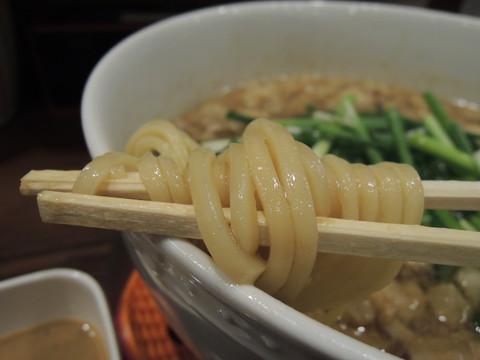 尾道風スープの究極に近い肉醤油中華そばの麺