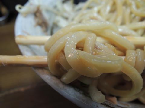ピビン油そばの麺