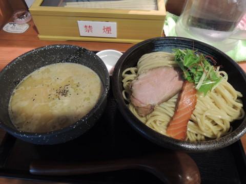 濃厚鮭つけ麺(300g)(918円)