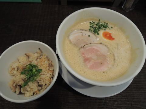 豚CHIKIしょうゆラーメン 並盛(140g)(750円)+みつ葉飯(200円)