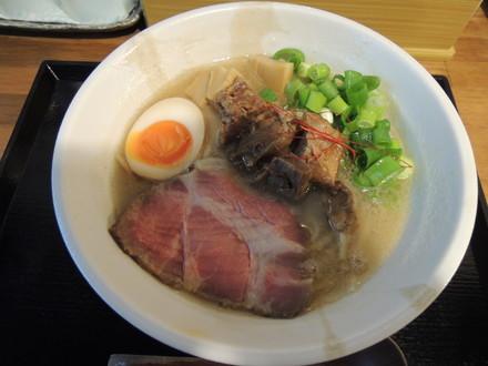 濃厚牛そば(750円)