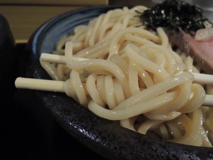 にぼし鶏豚骨のたまり醤油つけ麺大盛の麺